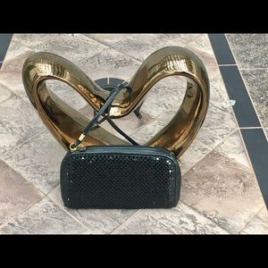 Handbags - Black purse with removable straps
